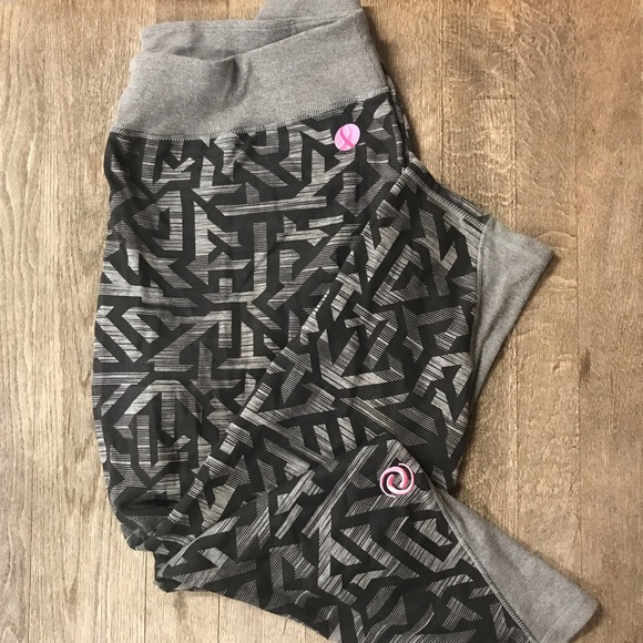 1X ActiveZone Comfy Stretch Breast Cancer Tights